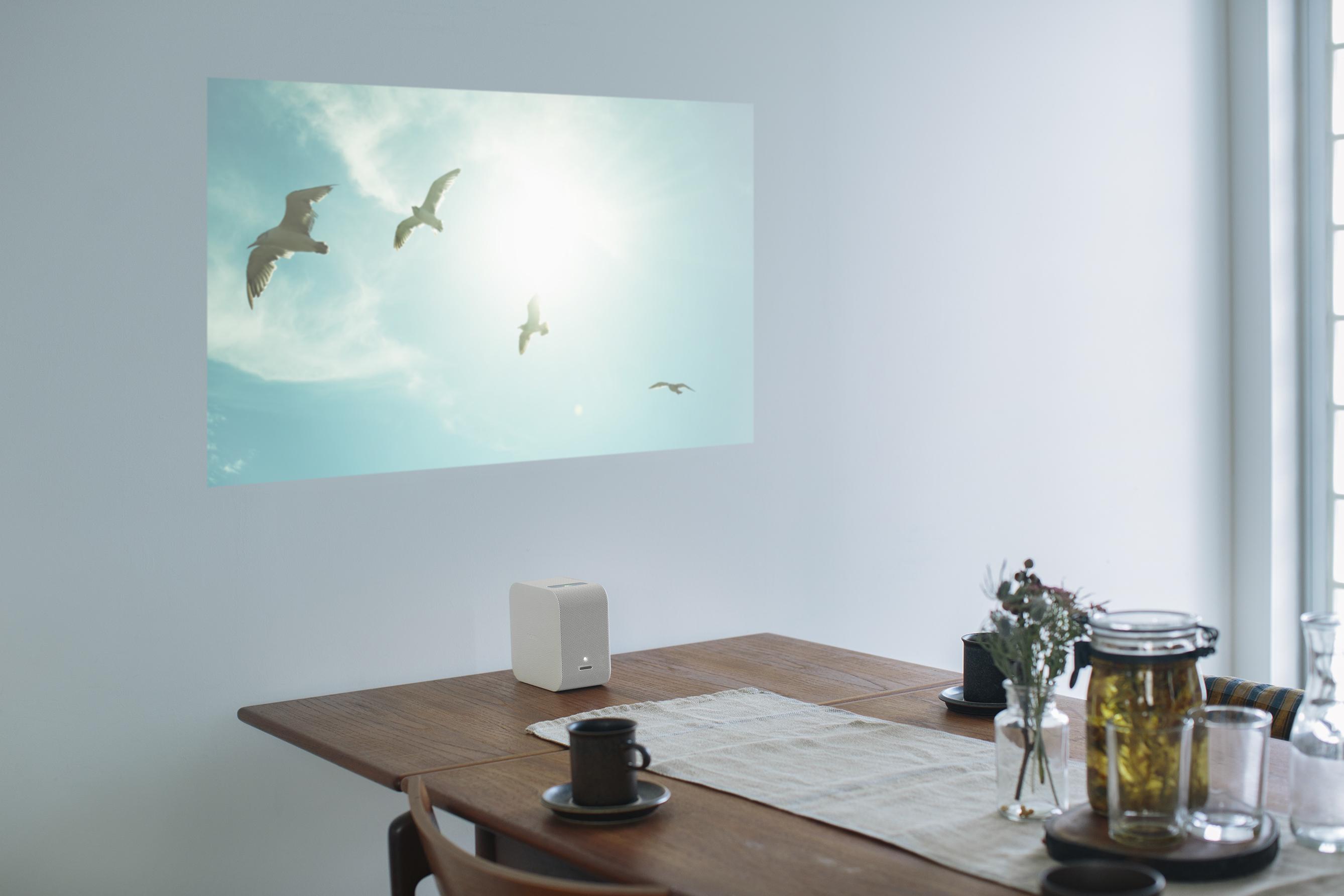 portable-ultra-short-throw-projector_2