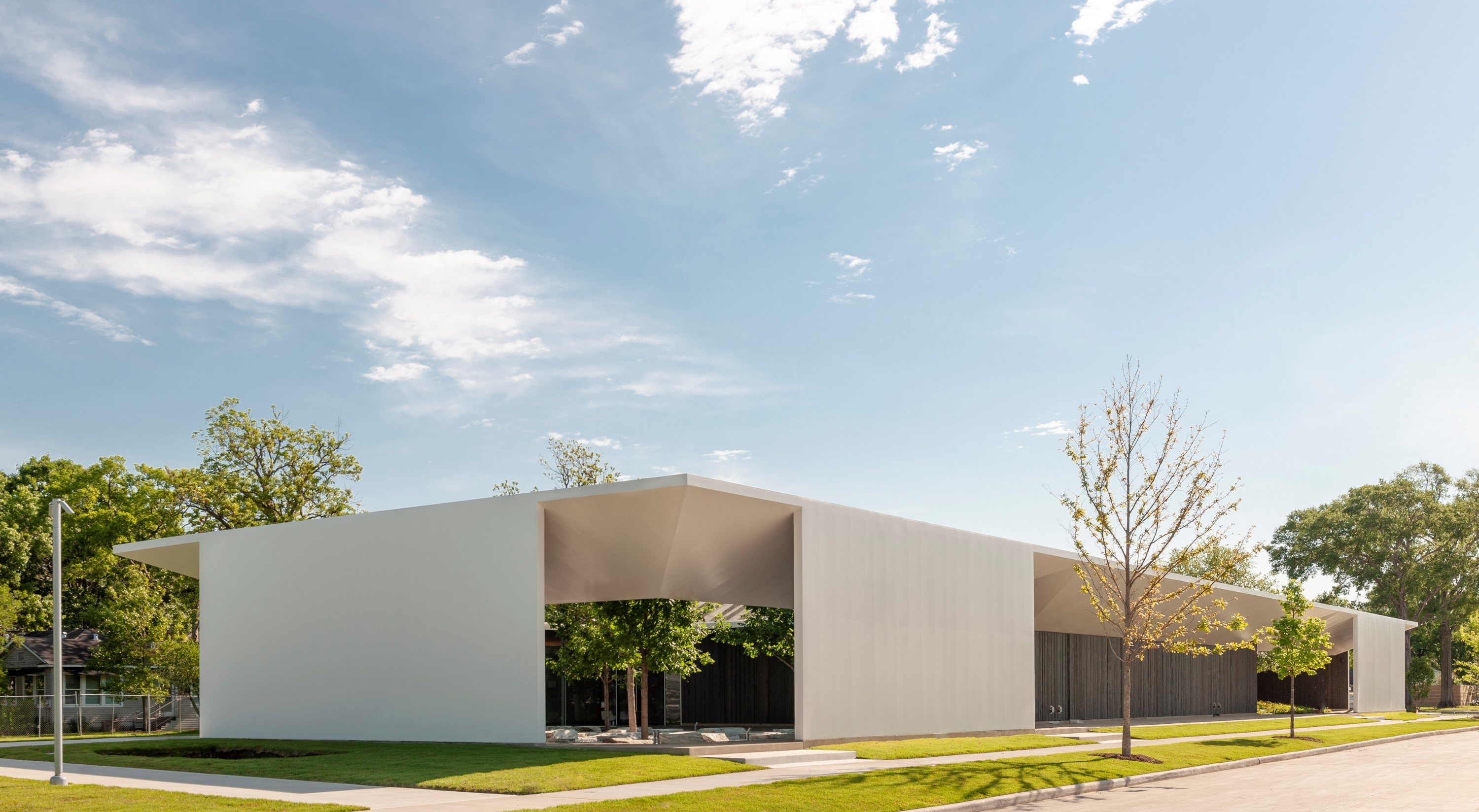 Menil Drawing Institute Exterior by Paul Hester