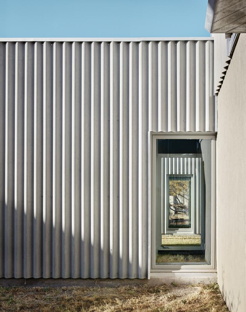 JoyHouse_exterior_windows