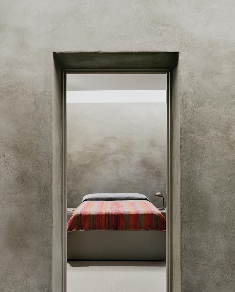 JoyHouse_through_bedroom_03