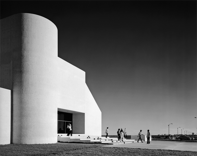 Bold forms at the Museum of South Texas, in Corpus Christi, 1972 (Esto-Ezra Stoller)