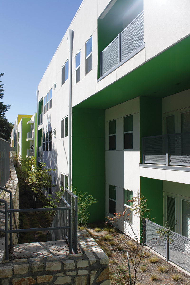 Lucero_building cantilever
