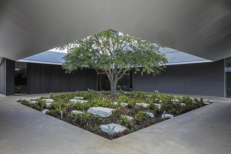 MenilDrawingInstitute_East_Courtyard